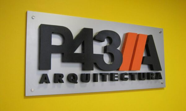 Paralelo 43 arquitectura en La Guia Esquel